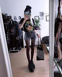Kimi Peri - Underground Tote Bag, Dotted Tights, Supergeek A Kitty To The Past Tee, You Are My Poison Blue Glasses, The Anti Life Beanie, Yesstyle Grey Shorts, Underground Vegan Triple Platform Creepers - A Kitty To The Past 🐱