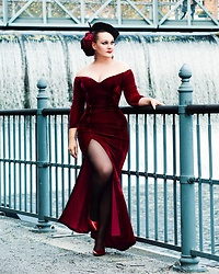 Ventovir -  - Red velvet dress