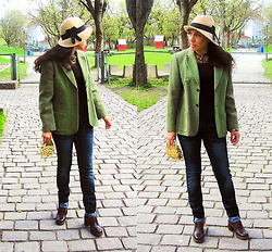 Nikolatina - Giant Vintage Hat, Burberry Tweed Jacket, Js Jeans, Vintage Sequined Clutch - Received it