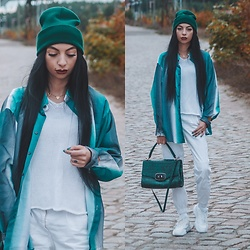 Katarzyna Klara Zaród - Moschino Bag, Bershka Jogger Pants, Szaleo Cap, Bonprix Sneakers - Bottle green // Bonobo & Andreya - Stay the same