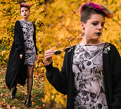 Carolyn W - Femme Luxe Skull Print, Femme Luxe Long Cardi, Vince Camuto Cut Out - Skulls