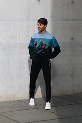Kevin Elezaj - Paul Smith Sneakers, Paul Smith Sweatpants, Paul Smith Sweater - Key Piece