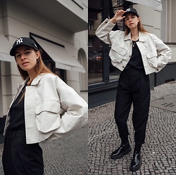 Jacky - Baum Und Pferdgarten Cropped Jacket, Zara Basic T Shirt, Arket Black Pants, Zara Black Boots, New Era Cap - Must have for spring - cropped jacket.