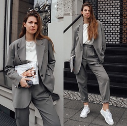Jacky - Arket Blazer, Arket Skirt Pants, Arket Basic T Shirt, Adidas White Sneaker - Grey suit combined casual and chic