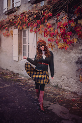Dépêches Mode - Mad Vintage Cardigan, Mad Vintage Skirt, Mad Vintage Boots, Emmaüs Belt - Last fall leaves