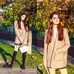 Nora Aradi - Na Kd Blazer, Zara Flats, Stradivarius Bag, New Look Headband - Winter golden hour