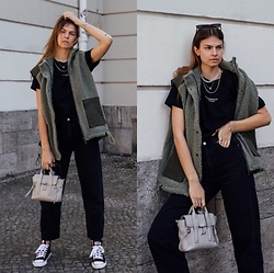 Jacky - Baum Und Pferdgarten Green Vest, Levi's® Black Jeans, Onweekends Basic T Shirt, 3.1 Phillip Lim Bag, Ethletic Black Sneaker - Outfit with green teddy vest