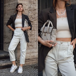 Jacky - 3.1 Phillip Lim Small Bag, Adidas White Sneaker, Gestuz White Jeans, Zara Blazer, Zara Cropped Top - Oversized blazer combined with an all white look