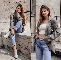 Jacky - Via Omoda Cowboy Boots, Zara Cropped Top, Levi's® Blue Jeans, Vintage Oversized Blazer, Fendi Small Bag - Another look with an oversized blazer