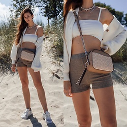 Jacky - Via Omoda White Sneaker, Verge Girl Cropped Top, Via Omoda Small Bag, Zara Ripped Shorts, Baum Und Pferdgarten White Cardigan - Summer look with cropped top and ripped shorts