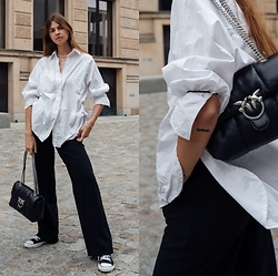Jacky - Topshop White Blouse, Holzweiler Wide Pants, Pinko Small Bag, Ethletic Black Sneaker - Wide pants combined with oversized blouse
