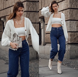 Jacky - Baum & Pferdgarten White Cardigan, 3.1 Phillip Lim Small Bag, Gestuz Blue Jeans, Verge Girl Cropped Top, Via Omoda Cowboy Boots - Blue jeans combined to an all white look