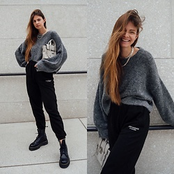 Jacky - Arket Cozy Sweater, Onweekends Black Sweatpants, Dr. Martens Black Boots, 3.1 Phillip Lim Small Bag - Sweatpants in everyday life