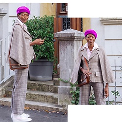 PAMELA - Nike Hi Top Sneakers, Louis Vuitton Vintage Shoulder Bag, H&M Checked Pants - Double Checks