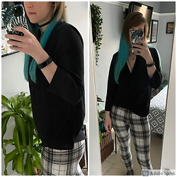 Space Coyote - Topshop Tartan Leggings, H&M Black V Neck Blouse - Just a Day