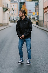 Kevin Elezaj - Vans Sneakers, Lee Jeans, Lee Jacket - November