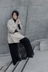 Flosmoony - Vintage Jinbei, Monki Black Top - Grey wall shooting 1