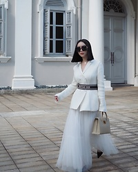 Willabelle Ong - Christian Dior St Honoré Tote, Christian Dior Knit Bar Jacket, Christian Dior Embroidered Belt, Christian Dior 30montaigne Black Square Sunglasses - Dior