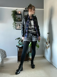 Space Coyote - Pull & Bear Leather Jacket, Hollister Check Shirt, River Island Vest, Topshop Black Boots, Diesel Sunglasses - Transpose