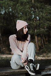 Adriana R. - Vans Sk8 Hi, Adidas Pink Beanie, Femme Luxe Grey High Waisted Joggers - Pink Winter Outfit w/ joggers