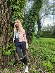 NataliSouthern - Pull&Bear Powder Pink Corduroy Jacket, Mango Black Grunge Jeans, Mango Black T Shirt, Adidas Originals Sneakers - Outfit for a walk in the park