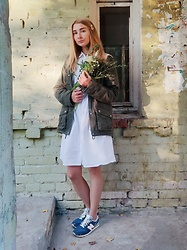 NataliSouthern - New Balance Sneakers, New Look White Cotton Dress, H&M Dark Green Parka - Bouquet of wild flowers