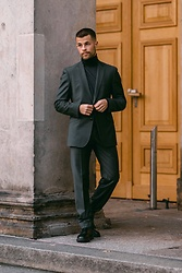 Kevin Elezaj - Dr. Martens Shoes, Zara Suit, Zara Turtleneck - Suit up