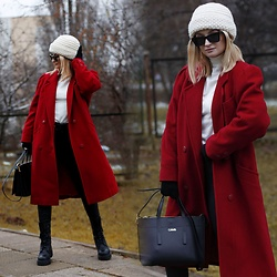 Daria Darenia -  - Red coat