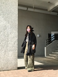 Flosmoony - Monki Snake Print Shirt, Monki Zipped Turtleneck, Bershka Wide Legged Pants, Black Oversized Shirt, Haori, Monki Ribbon - Windy winter