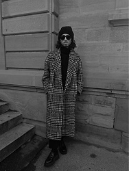 Fabio Montedoro - H&M Beanie, Ray Ban Sunglasses, Zara Coat - Winter walk🥶