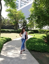 Claire K. - Miss Selfridge Skinnies, Birkenstock Gizeh Eva, Dressing Paula White Peplum Top, Cotton On Sunnies, Longchamp Medium Le Pliage - Strolling at the park Uptown