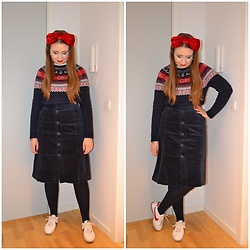 Mucha Lucha - H&M Headband, H&M Jumper, Monki Skirt, H&M Tights, Nike Sneakers - Big red bow