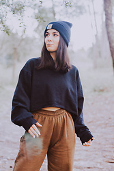 Adriana R. - Carhartt Beanie, Femme Luxe Dark Green Cuffed Joggers - In the woods