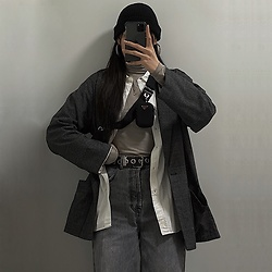 Una - Monki Check Blazer, Zara Oversized Shirt, Zara Wide Leg Jeans, Prada Re Edition 2005, Stylenanda Black Beanie - OOTD