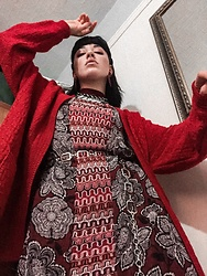 Weronika Bukowczan - Oversized Red Cardigan, Floral Kimono, Chain Belt, Mini Halter Neck Patterned Dress - Red | IG: @vintageshadeson