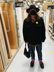 Mark Gee - Asos Wide Brim Pork Pie Hat, Jenniferloiselle Smiley Face, Vintage Green Baroque Print Scarf, H&M Shirt Jacket, Asos Shirt, Asos Snake Print Jeans, Asos Womens Black Saddle Bag, Underground Black Creepers With Neon Pink Laces, Unknown Face Mask - What the artist wears