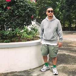 Mannix Lo - Gu Sweater, Uniqlo Cargo Shorts, New Balance 993 Sneakers - Wish 2021 is a whole new book
