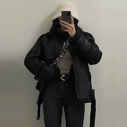 Una - Among Jacket, Kara Chain Bag, Zara Black Pant - OOTD