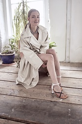 Anna Borisovna - The Frankie Shop Trenchcoat, Proenza Schouler Sandalen, Isabel Marant Chain - The Frankie Shop Coat