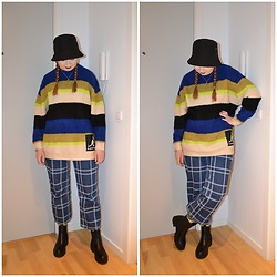 Mucha Lucha - H&M Bucket Hat, H&M Jumper, Monki Jeans, Pull&Bear Boots - Oversized jumper