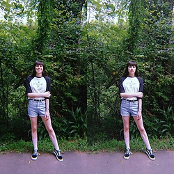 Valéria Przysbeczyski - Billabong Metallica's Raglan, Dressgal High Waisted Shorts, Vans - Skate