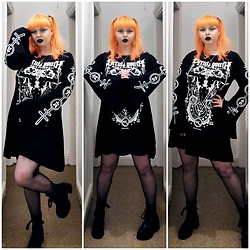 April Willis - Killstar Visions Trapeze Dress, Koi Footwear Black Platform Boots - Bad luck comes in threes