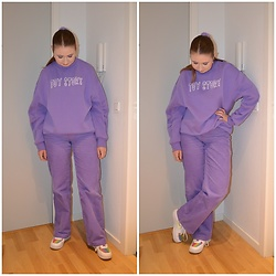 Mucha Lucha - H&M Sweatshirt, Monki Trousers, Nike Sneakers - Purple on purple
