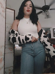 Sarah - Aliexpress Cow Teddy Jacket, Shein Turtleneck White Cropped Top, Shein High Waisted Mom Jeans - Moo Cowish Look