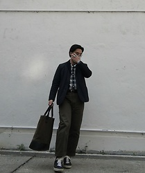 Curtis W - Joseph Blazer, Junya Watanabe Man Pants, Saint Laurent Paris Sneakers, Rubber Killer Tote - 17/01/2021 : )