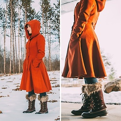 Lindsey Puls - Sorel Boots, Collectif Coat - New Boots