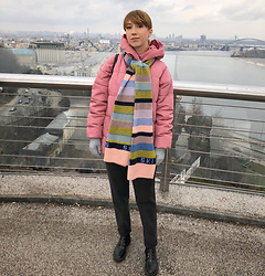 Julia F. - Bershka Puffer, C&A Striped Scarf, Reserved Boots - Pink & stripes