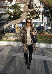 Sissi Stan - Bsb Leopard Faux Fur, Bershka Beige Pullover, Zara Leather Jeggings, Timberland Black Boots, Guess? Large Black Bag - A Leopard in the city