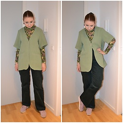 Mucha Lucha - Monki Roll Neck Top, Monki Short Sleeve Blazer, Monki Trousers, Nike Sneakers - A bunch of greens