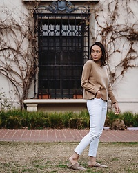 Courtney Y - Everlane Cashmere Sweater, Citizens Of Humanity White High Waist Jeans, Lei Taupe Suede Slides - Cozy in Neutrals